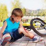 Vigyázat! Nyári szünidőben több gyerekbaleset kockázata nő – avagy amit az elsősegélynyújtásról tudni kell