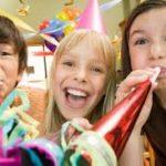 Szilveszter gyerekkel – fényfestés, malacfarok húzás, álarc készítés, ügető és tűzijáték