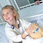 Meseolvasó önkénteseket keresnek kórházban fekvő gyerekek mellé