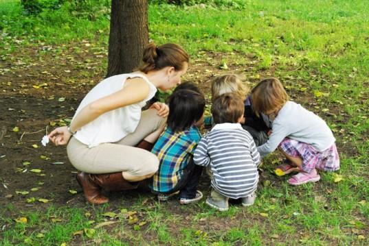 Elea-Children-In-Garden-Sm-537x359