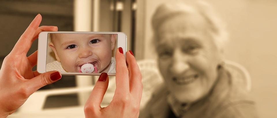 Állítsuk magunk mellé az online világát! – Mit tehet a szülő?