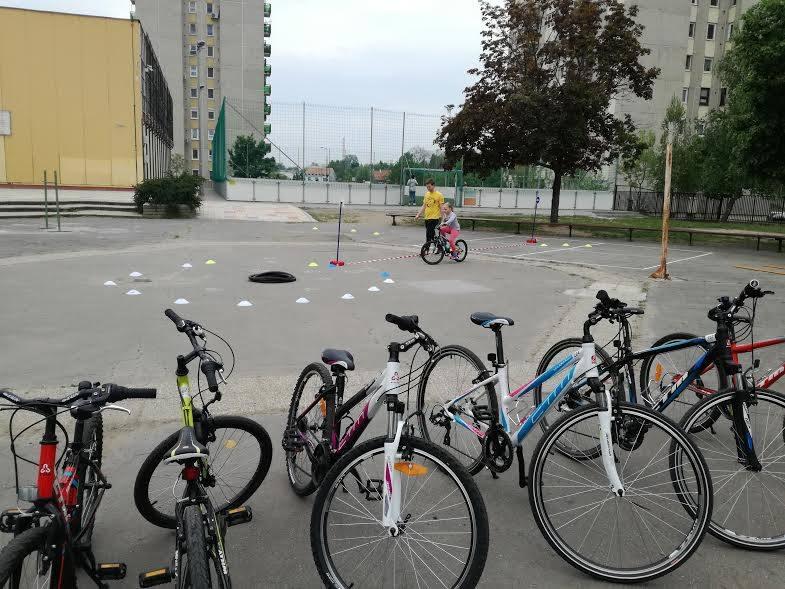 Kerékpáros KRESZ pályával a gyermekeink balesetmentes közlekedéséért