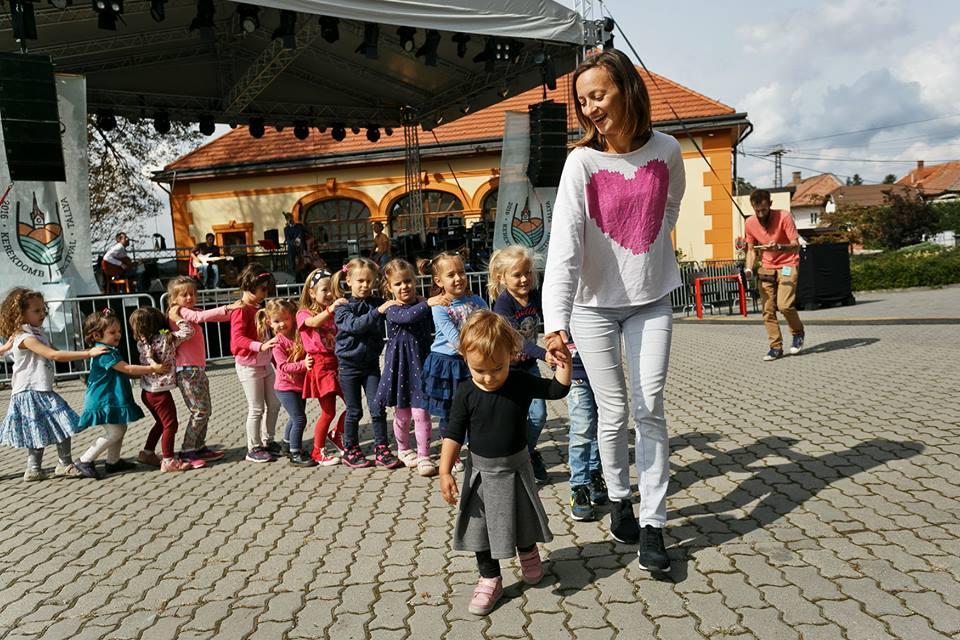 """""""Felnőtt- és kreatív gyerekprogramok sokaságával várjuk a látogatókat"""" – interjú Szabó Rékával, a nyári Kerekdomb Fesztiválról"""
