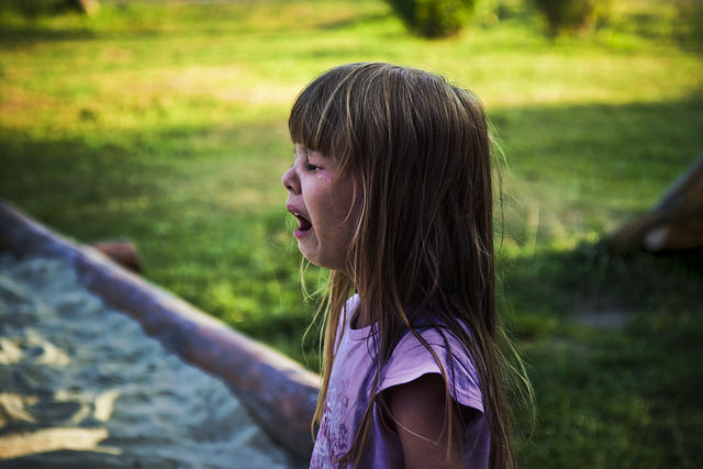 A sírás és a hiszti meghallgatása