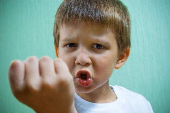 10 ok, ami miatt agresszívak és indulatosak a gyerekek