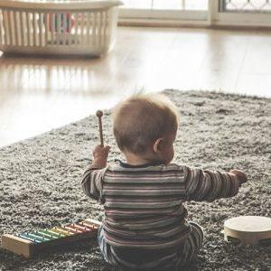 Ilyen bámulatos módon fejlesztik a gyerekeket a mondókák, ritmusok és a zene
