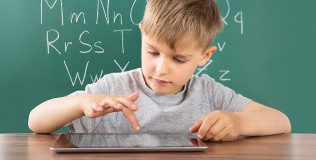 Forradalmasítani kell a digitális nevelést és tanulást segítő eszközöket, de a hozzáállást is