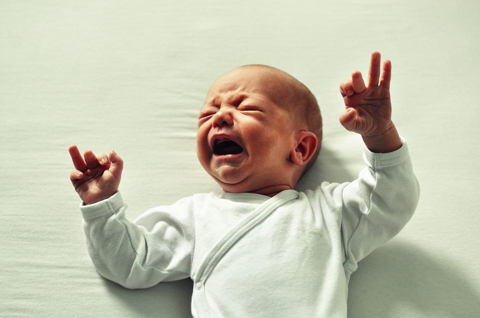 Ez történik, ha sírni hagyod a babát