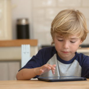 Mozdítsd ki a gyerekedet a képernyő elől!