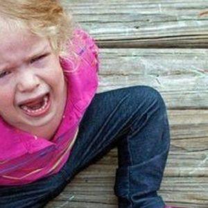 Miért öleld meg a gyermeked, amikor borzasztóan viselkedik?