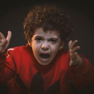 Így reagálj, ha a gyerek a fejedhez vágja, hogy utál
