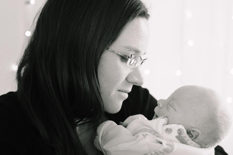 Ölelgesd a babát, hogy fejlődjön az agya