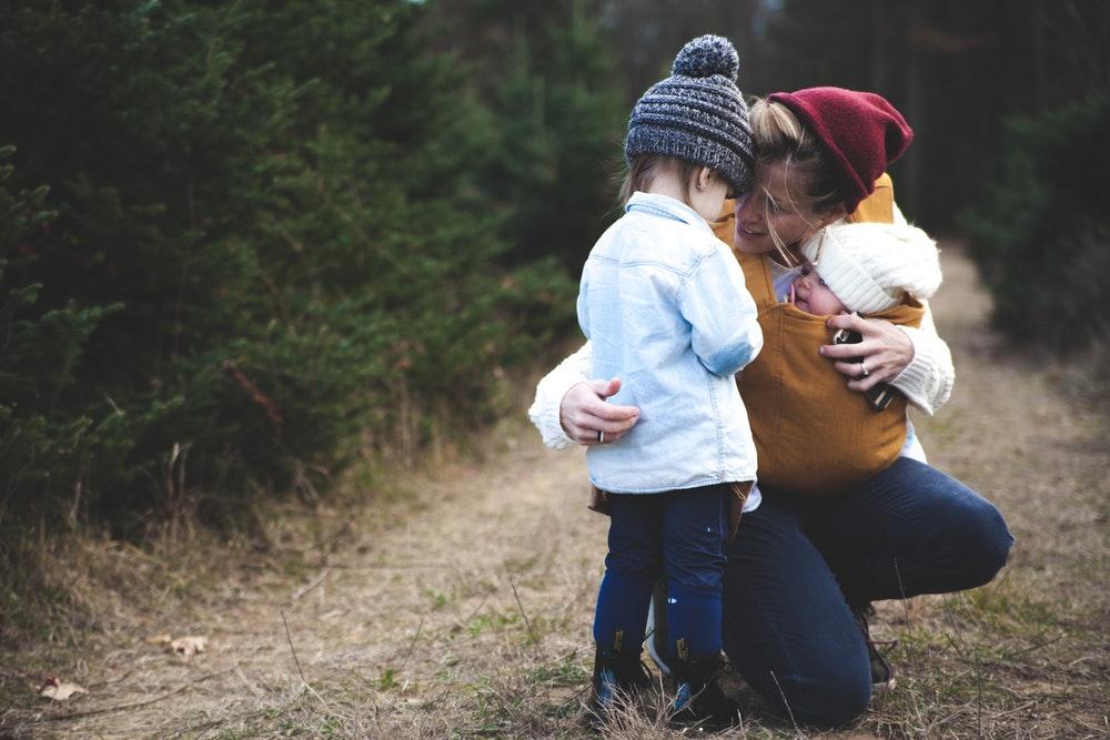 Az ölelés az idegesítő helyzetekben is segít