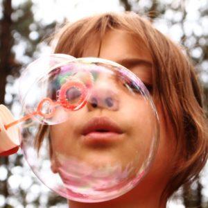 Nem biztos, hogy boldogabb lesz a gyerek attól, ha több játéka van