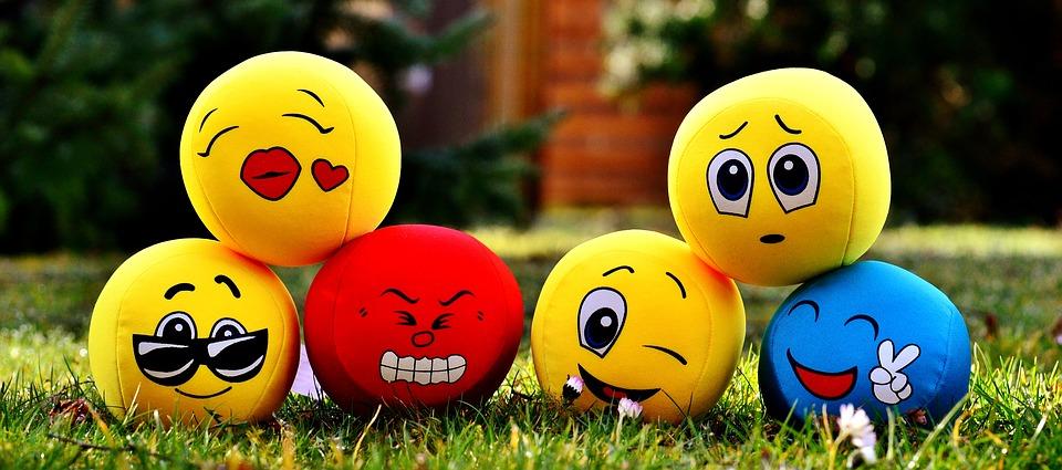 mosolygó és szomorú fejek