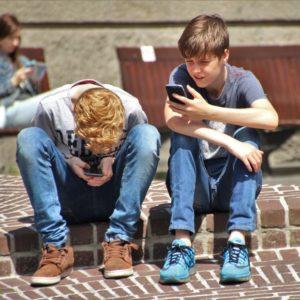 Elkényeztetett gépfüggők vagy egy rendkívül okos generáció?