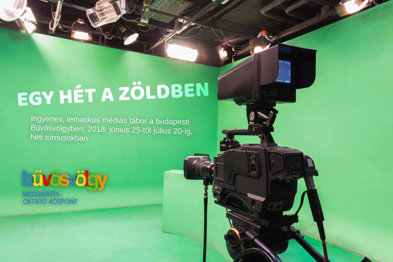 Bűvösvölgy oktatóközpont logó kamerával