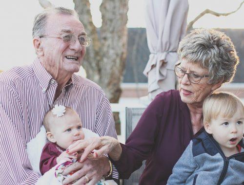 nagyszülők az unokáikkal