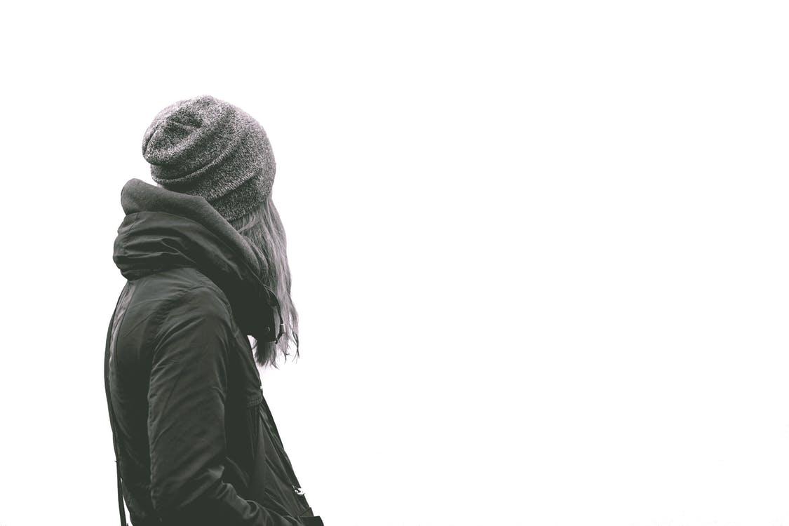 fekete fehér kép egy lányról
