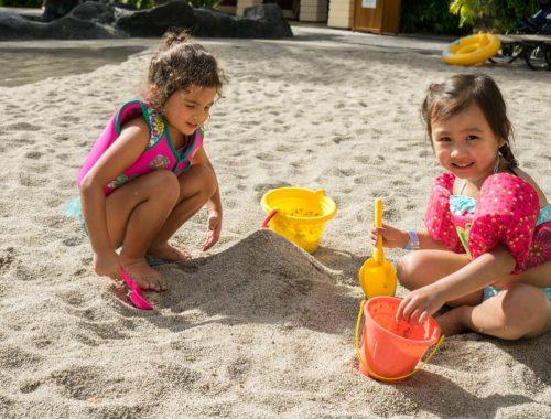 lányok homokoznak