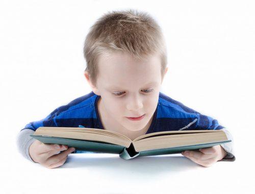 olvasó kisgyerek