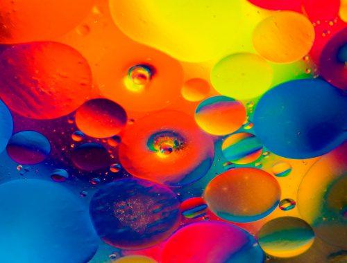 színes buborékok