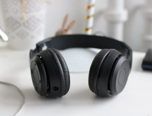 fekete fejhallgató