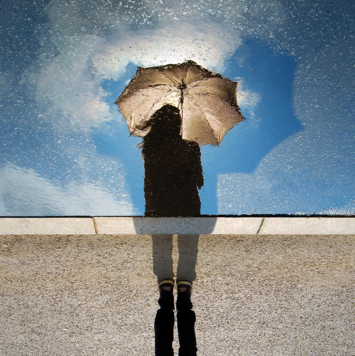 lány esernyővel