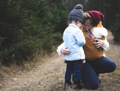 anyuka a két gyerekével