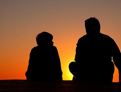 apuka beszélget a fiával a Naplementében
