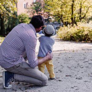 Apa-gyerek kötődés: mikor mit kell csinálni a jó kapcsolathoz?