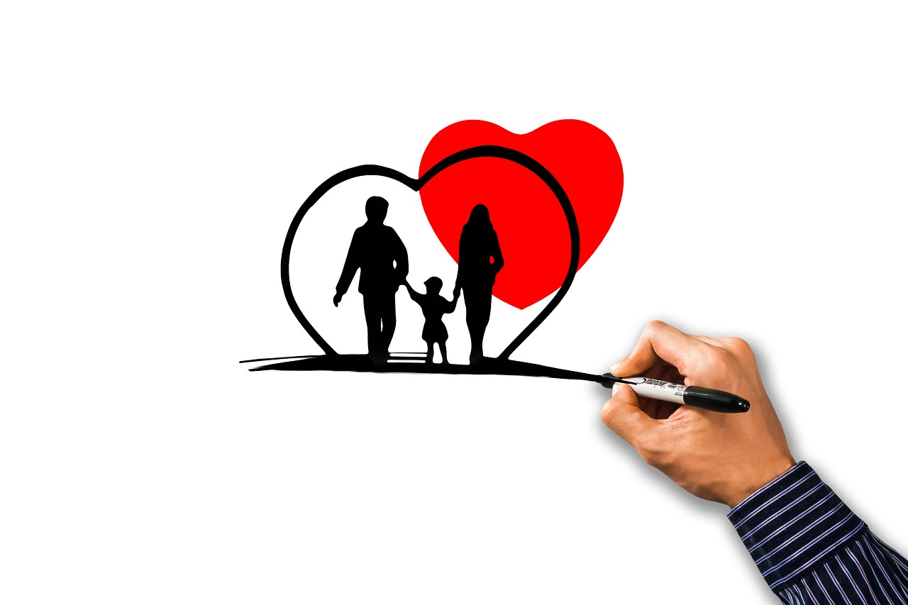 rajz egy családról és piros szívről