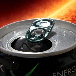 Eltiltanák az energiaitaloktól a kiskorúakat