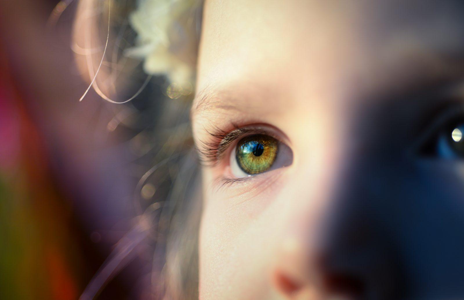 gyerek szem közelről