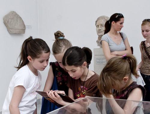 múzeumban a gyerekek