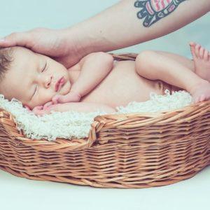 Ilyen simogatással csökkentheted a kisbabád fájdalomérzetét