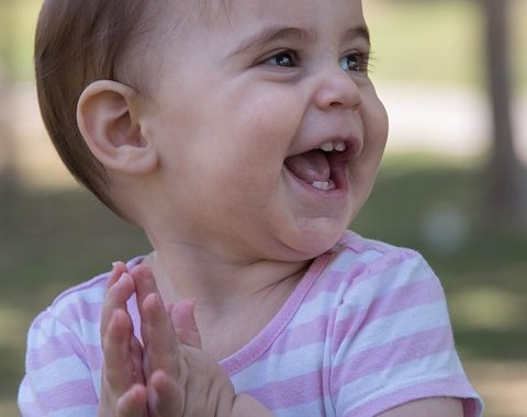 kisbaba boldogan tapsol