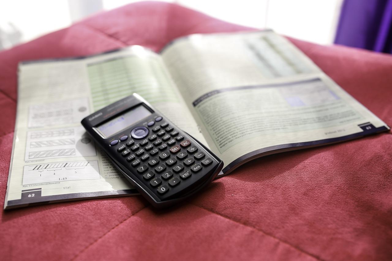 matematika füzet és számológép