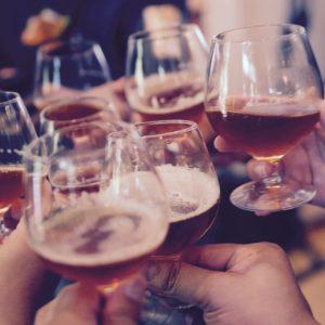 Alkohol, tinédzser, ünnep – mikortól ihat a gyerek?