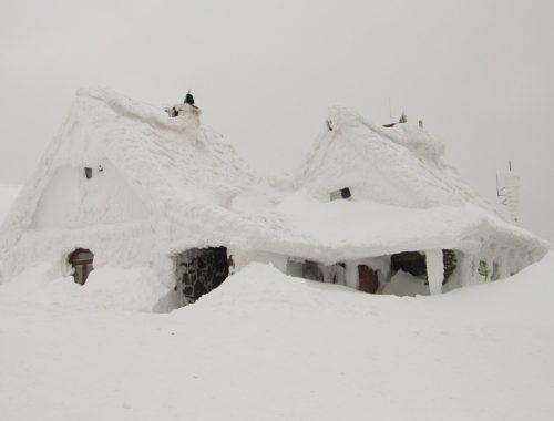 belepte a hó a házat