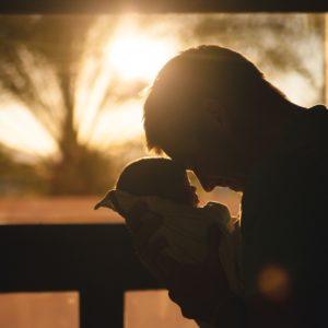 Így változnak az apák a gyerekük születésekor