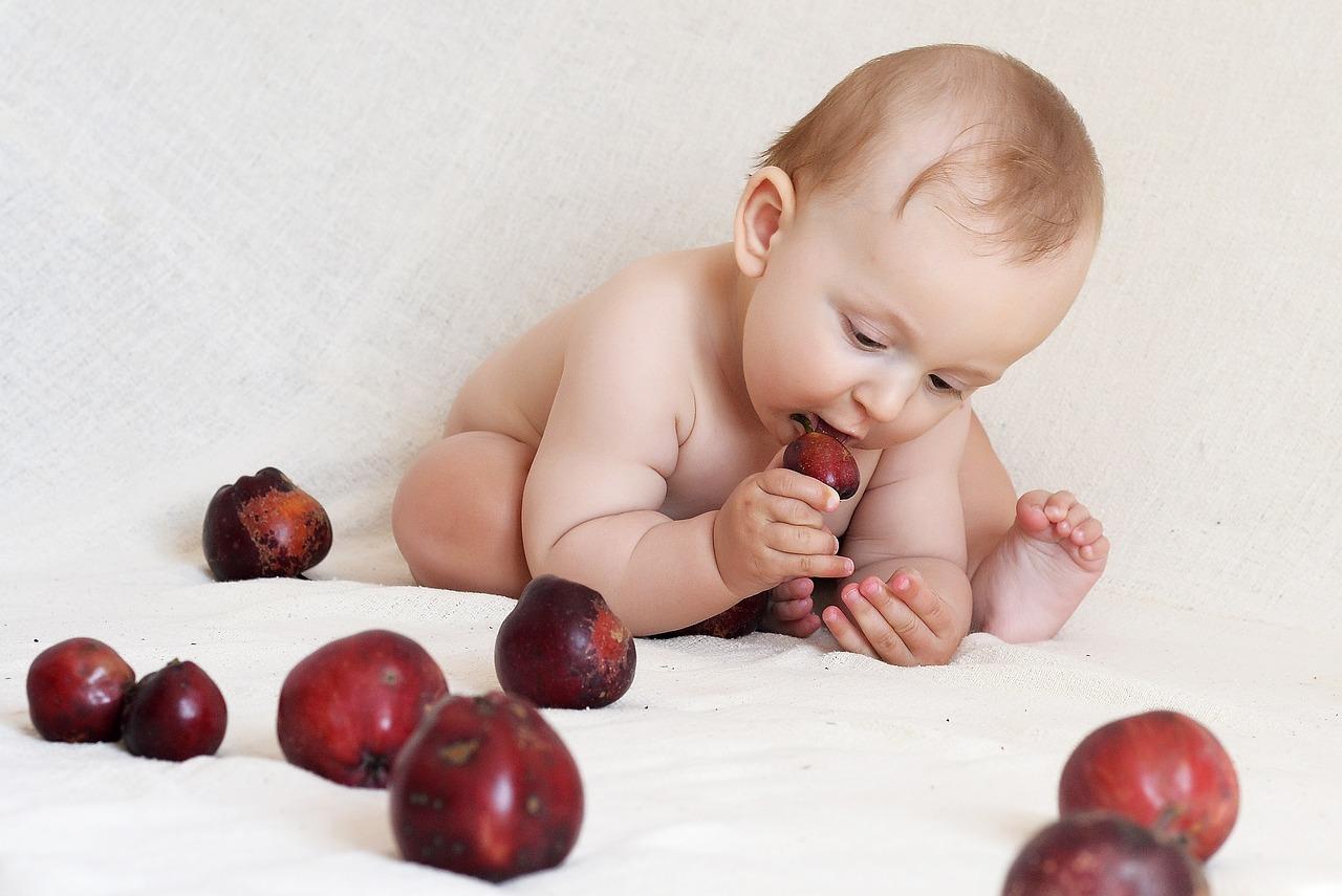 alma és kisbaba