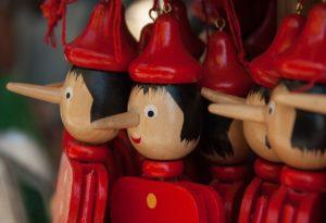 piros pinokkio bábuk