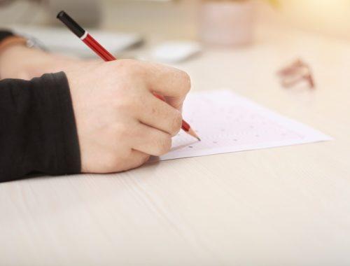 papír kitültése ceruzával