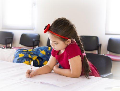 kisgyerek ír