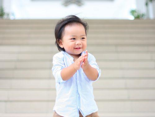 kínai tapsoló kisgyerek
