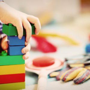Mire van a legnagyobb szükségük a gyerekeknek a fejlődésükhöz? – Az agykutató válasza