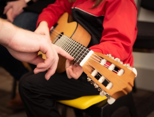 gyerek gitározni tanul