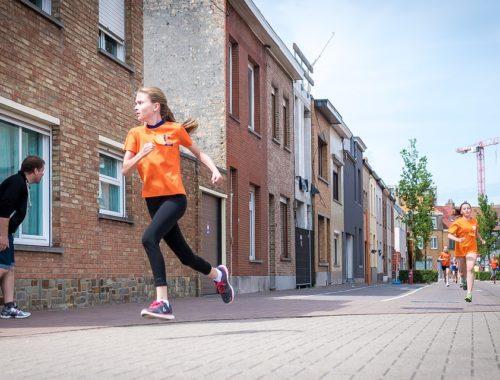 gyerekek futnak