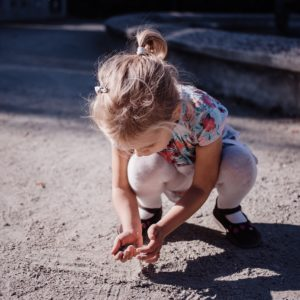 Miért ne óvd a gyereket túlzottan a kosztól?